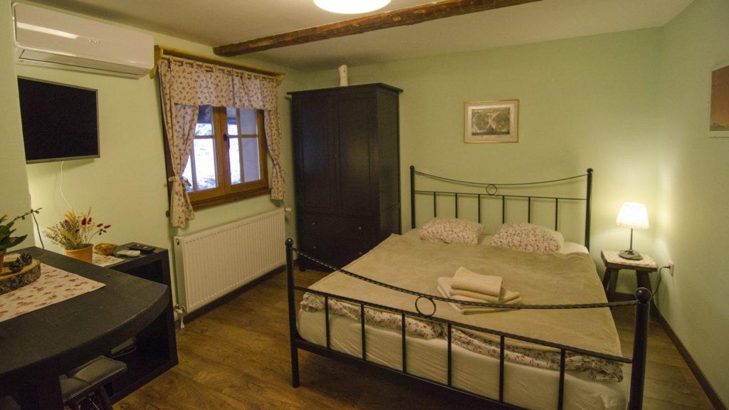 Turistična agencija Iter - apartmajska hiša_ Dovje apartma