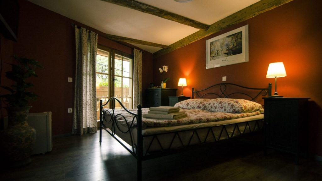 Turistična agencija Iter - apartmajska hiša_ Dovje soba 1