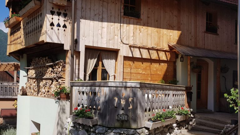 Turistična agencija Iter - apartmajska hiša_ Dovje zunanjost 1
