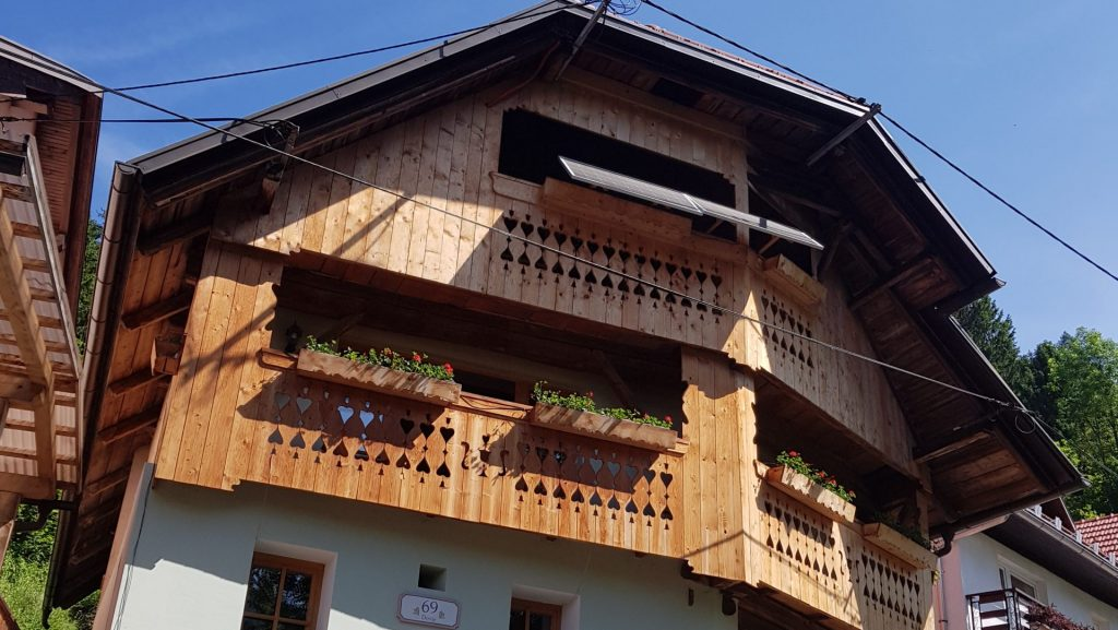 Turistična agencija Iter - apartmajska hiša_ Dovje zunanjost